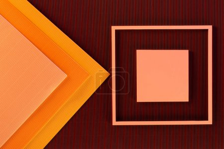 Foto de Vista superior del arreglo de hojas de papel de colores y fondo de marco - Imagen libre de derechos