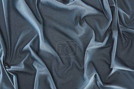 Photo pour Bouchent la vue de tissu de soie bleu foncé froissé comme toile de fond - image libre de droit