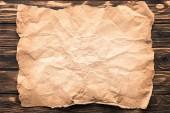 """Постер, картина, фотообои """"вид сверху смятой бумаги на деревенские деревянные поверхности"""""""