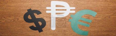 Photo pour Vue de dessus du dollar, peso et euro symbole de coupe de papier sur bureau en bois, vue panoramique - image libre de droit