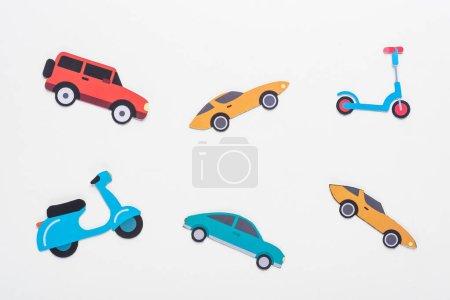 Photo pour Vue du dessus des véhicules découpés sur fond blanc - image libre de droit