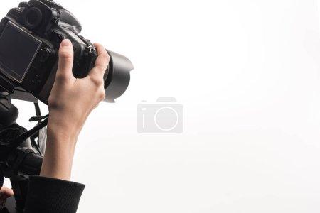 Photo pour Croisé vue d'un photographe professionnel travaillant avec un appareil photo numérique isolé sur blanc - image libre de droit