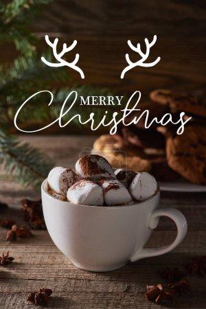 Photo pour Foyer sélectif de cacao de Noël avec guimauve sur table en bois avec joyeux lettrage de Noël - image libre de droit