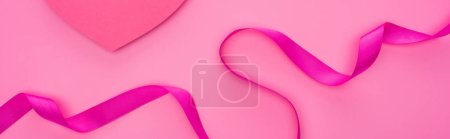 Photo pour Top view of empty paper heart with ribbon isolated on pink, panoramic shot - image libre de droit
