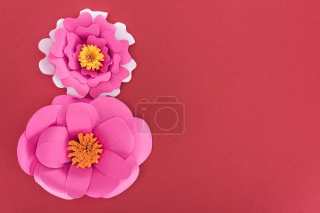 Photo pour Top view of paper rose paper flowers isolated on red - image libre de droit