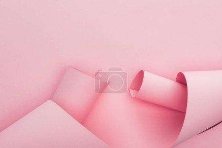 Foto de Vista superior de las manchas de papel rosado sobre fondo rosa - Imagen libre de derechos