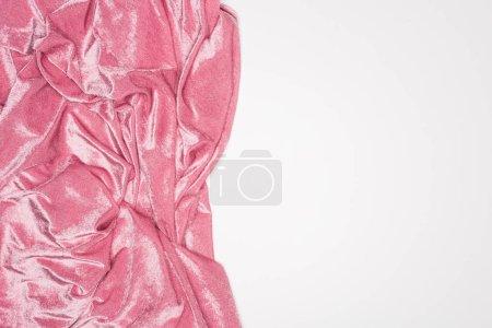 Photo pour Vue du dessus du tissu de velours rose ondulé isolé sur blanc - image libre de droit