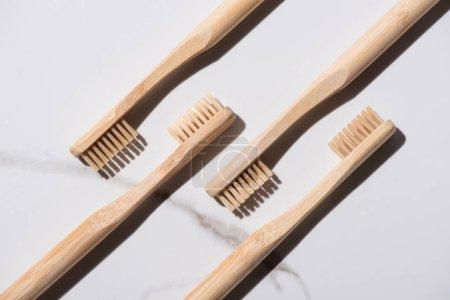 Foto de Top view of wooden toothbrushes on white background, zero waste concept - Imagen libre de derechos