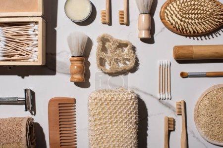 Foto de Top view of different hygiene and beauty items on white background, zero waste concept - Imagen libre de derechos
