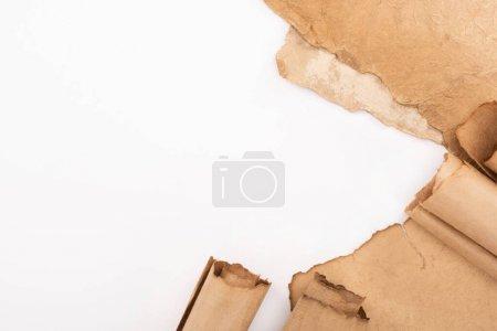 Photo pour Vue du dessus du papier vieilli rétro isolé sur blanc - image libre de droit