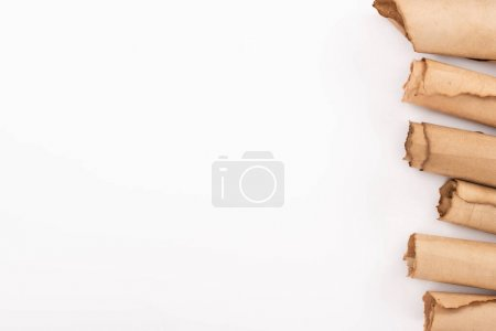 Photo pour Vue du dessus du papier laminé vintage isolé sur blanc - image libre de droit
