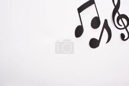 Photo pour Top view of black paper cut music notes on white background - image libre de droit