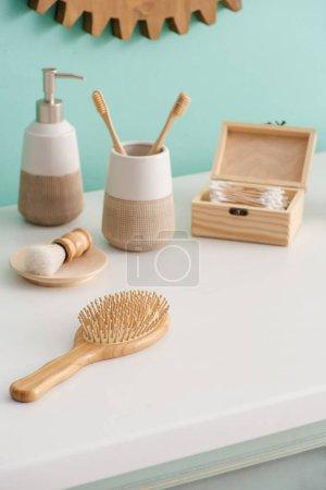 Photo pour Objets d'hygiène écologique dans la salle de bain, concept zéro déchet - image libre de droit