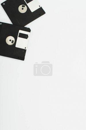 Photo pour Vue de dessus de deux disquettes sur fond blanc - image libre de droit