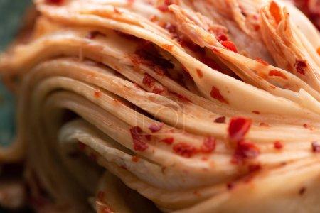 Photo pour Gros plan de savoureux kimchi coréen chou - image libre de droit