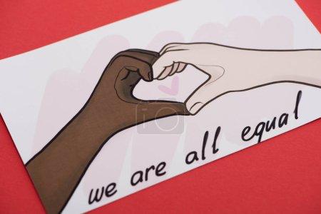 Photo pour Image avec des mains dessinées multiethniques montrant un geste cardiaque sur fond rouge - image libre de droit