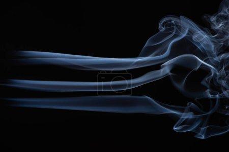 Photo pour Nuage de fumée blanc sur fond noir - image libre de droit