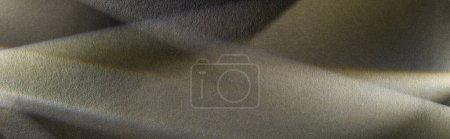 Foto de Prisma de luz con vigas sobre fondo de textura oscura, cultivo panorámico - Imagen libre de derechos