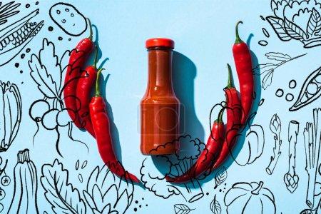 Photo pour Vue du dessus de la sauce chili en bouteille entre les piments sur fond bleu, illustration de légumes - image libre de droit