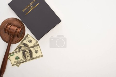 Photo pour Top view of bankruptcy law book, gavel and money on white background - image libre de droit