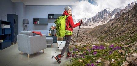 Photo pour Jeune sportive avec sac à dos et matériel de randonnée rêvant de randonnées en montagne - image libre de droit