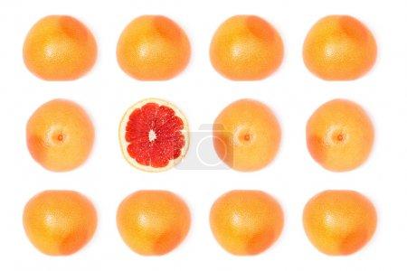 Photo pour Composition des frais pamplemousses mûrs isolé sur blanc - image libre de droit