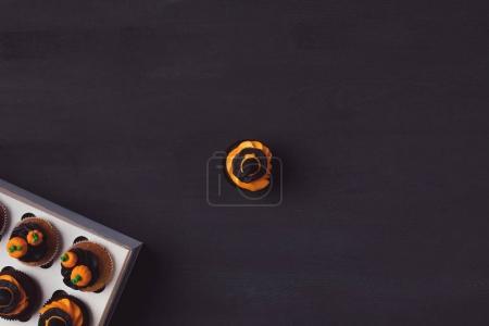 halloween cupcakes and box