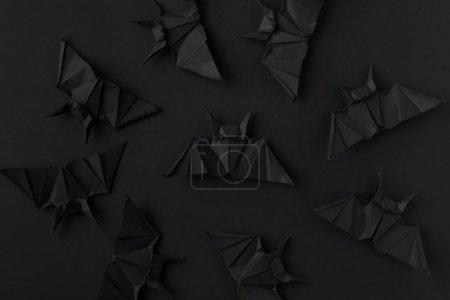 Photo pour Chauves-souris origami noir pour halloween, isolées sur fond noir - image libre de droit
