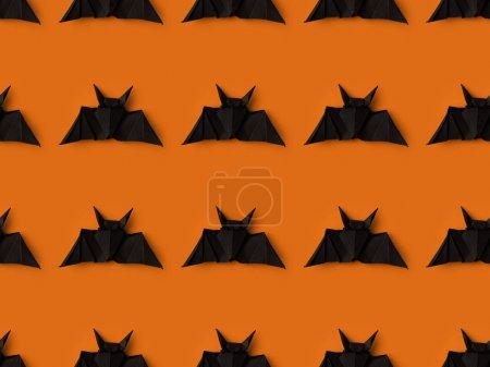 Foto de Textura de Halloween con murciélagos de origami negro, aislado en naranja - Imagen libre de derechos