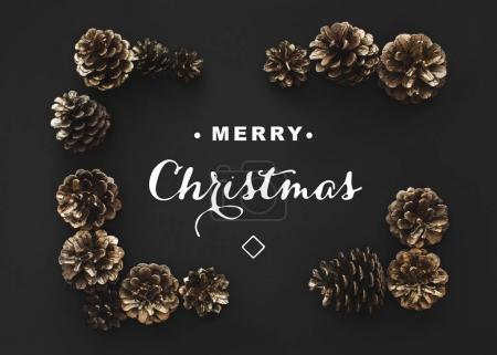 Photo pour Cadre de cônes de pin avec salutation de Noël - image libre de droit