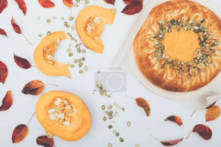 Pumkin pie with seeds and leaves