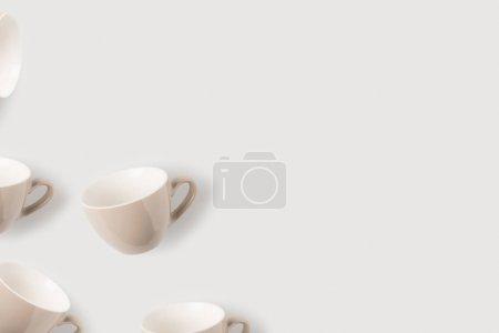 Foto de Vista superior de las tazas de café vacías, aislado en blanco - Imagen libre de derechos