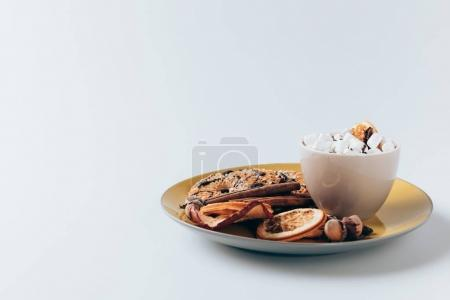 plate with cookies and cacao