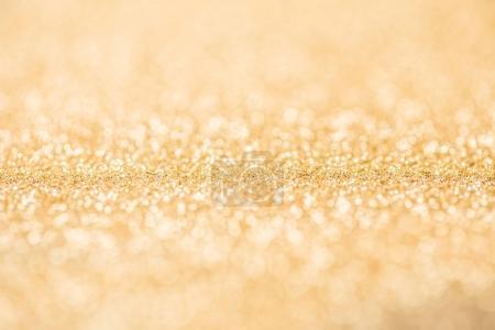 Photo pour Gros plan de doré brillant lustrant brillant - image libre de droit