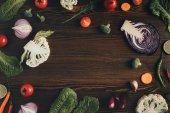 """Постер, картина, фотообои """"овощи на коричневый стол"""""""