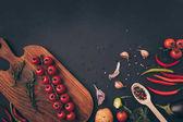 """Постер, картина, фотообои """"вид сверху овощей и специй на серый стол"""""""