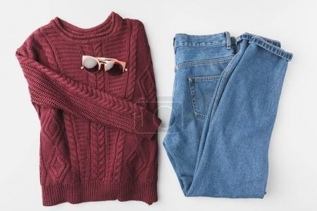 knitted sweater, jeans and sunglasses