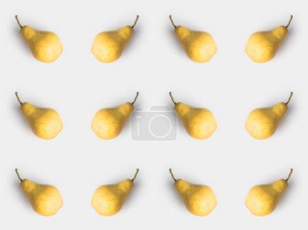 Photo pour Modèle de poires jaunes fraîches isolé sur blanc - image libre de droit