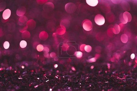 Photo pour Fond de Noël avec des confettis brillants roses et violets - image libre de droit