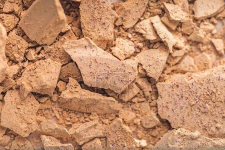 Photo pour Vue de dessus de la poudre cosmétique broyée comme fond - image libre de droit