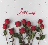 """Постер, картина, фотообои """"вид сверху аранжированное красных роз, изолированные на белом фоне"""""""
