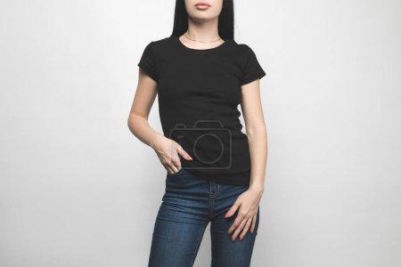Foto de Atractivo joven en camiseta negra en blanco sobre blanco - Imagen libre de derechos