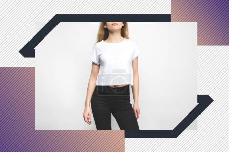 Photo pour Jeune femme en t-shirt blanc sur blanc avec cadre créatif - image libre de droit