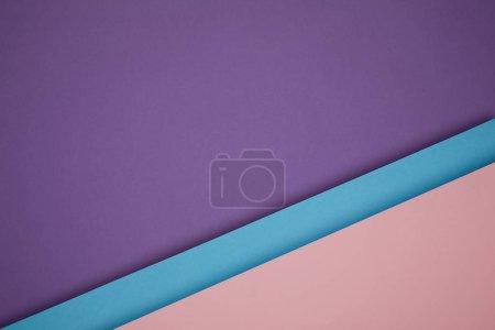 schöner geometrischer blauer, rosa und lila Papierhintergrund
