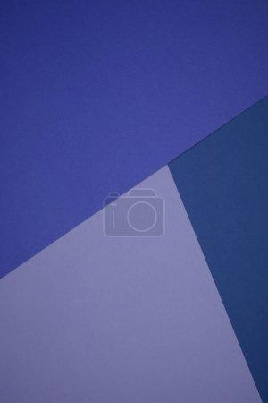 Photo pour Beau fond géométrique abstrait bleu et violet avec papier coloré - image libre de droit