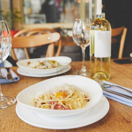 Spaghetti carbonara served in white plate