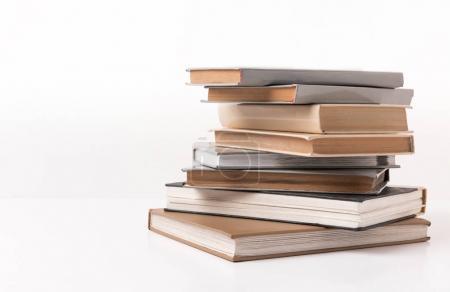Photo pour Ple de différents livres isolés sur blanc - image libre de droit