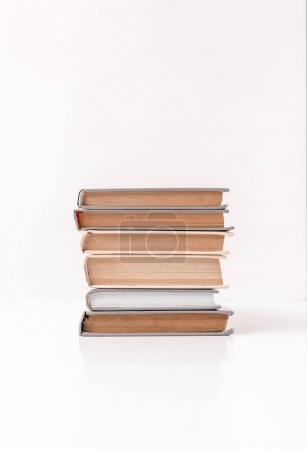 Photo pour Vue de face de la pile de différents livres isolés sur blanc - image libre de droit