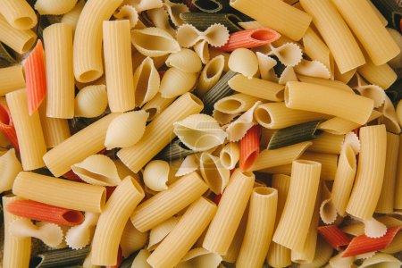 Photo pour Vue de dessus de divers types de pâtes - image libre de droit