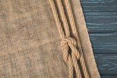 vue de dessus brun corde nautique avec noeud sur un sac